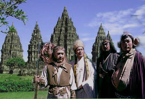 Mumpung masih di Jogja, sekalian mereka mengunjungi situs bersejarah candi Prambanan gaes. Biar lebih tau tentang kebudayaan di Indonesia jaman dulu.