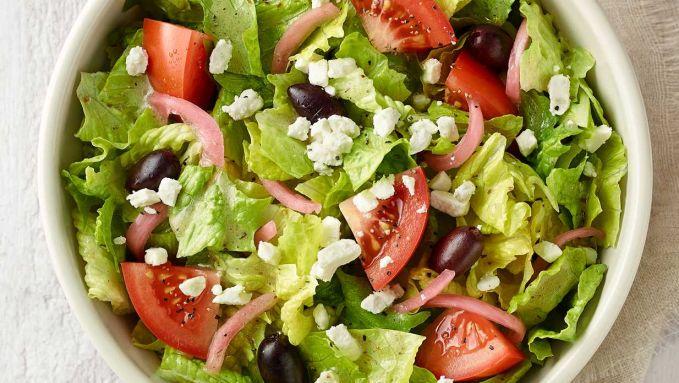 Salad atau sayuran mentah Salad memang makanan yang menyehatkan, tapi jangan sekali-kali mengkonsumsi sayuran ini saat perut sedang kosong ya, karena sayuran mentah banyak mengandung banyak sekali serat kasar yang bisa membuat perut kembung atau bahkan sakit perut.