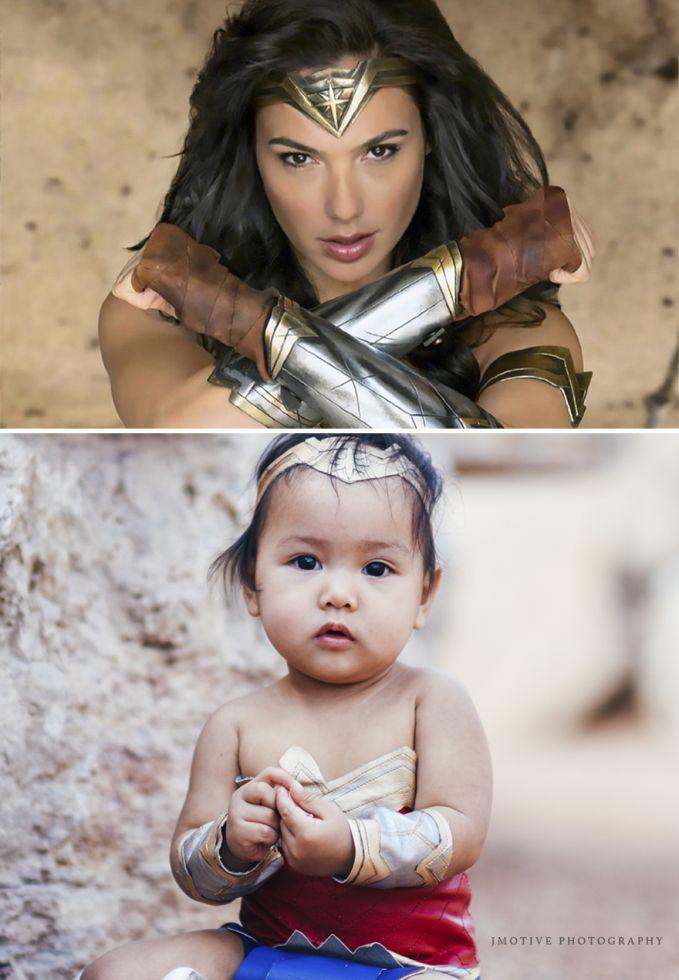 Ya, namanya juga anak-anak. Didandani apa aja terlihat lucu dan gemesin Pulsker. Apalagi pakai kostum ala Wonder Woman, jadi makin pengen nyubit deh. Buat kalian yang punya adik, sepupu atau keponakan yang masih kecil gaya seperti ini bisa menginspirasi saat foto nih. Biar terlihat makin cute dan lucu.