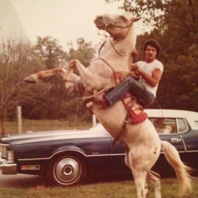 Ternyata ayahku lebih keren jaman dulu ya, 1980. Seperti satria bergitar ya, Pulsker!