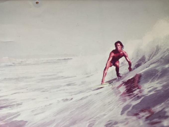 Ayahku saat pemotretan majalah Surfer, Peru, 1977. Keren banget punya ayah peselancar.
