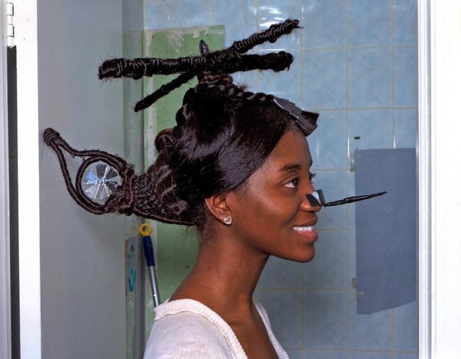 Jangan ragukan kekayaan wanita ini, karena dia ternyata punya helikopter pribadi di kepalanya. Keren banget kan?