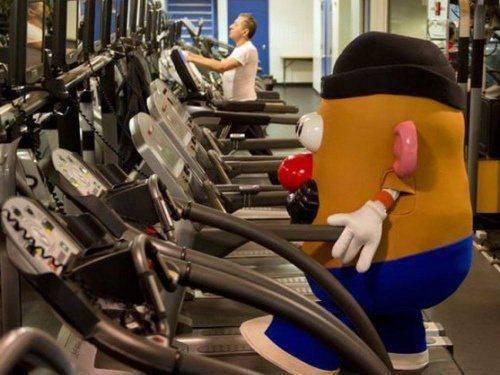 Karena cosplayer juga harus sehat, makanya dia nge-gym.