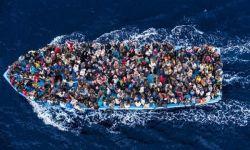 Kumpulan Foto Menyentuh Hati Saat Kapal Penumpang Kelebihan Muatan
