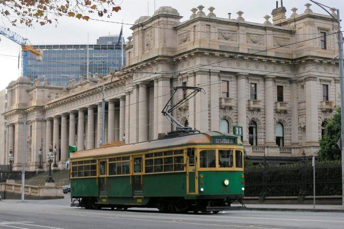Australia Di Melbourne, Australia, para pekerja dan warganya banyak yang menggunakan trem agar perjalanan lebih cepat dan menghidari macet.