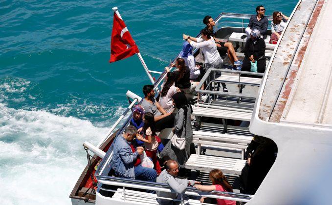 Turki Hampir sama seperti Kamboja, pekerja Turki juga banyak yang menggunakan Ferry ke tempat kerjanya. Keren juga ya?