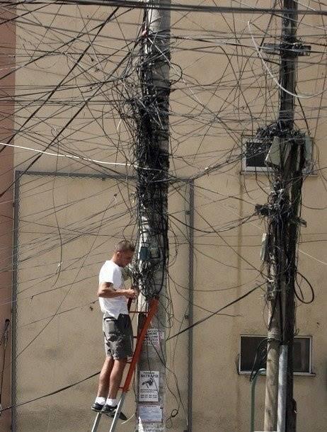 Duh, kalau kabelnya berantakan kaya gini, gimana cara benerinnya ya?