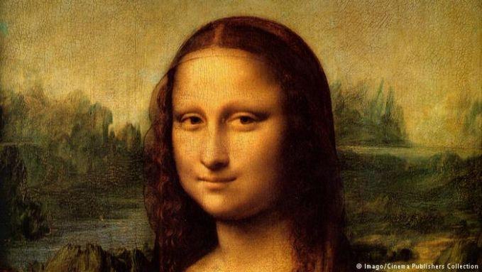 Lukisan yang dibuat oleh Leonardo da Vinci di awal abad 16 tersebut memang sarat dengan misteri. Ada teori yang menyebutkan laki-laki dan wanita yang menjadi model. Ada lagi yang mengatakan bahwa itu adalah sosok Lisa del Giocondo, istri pedagang kain sutra dari Firenze.