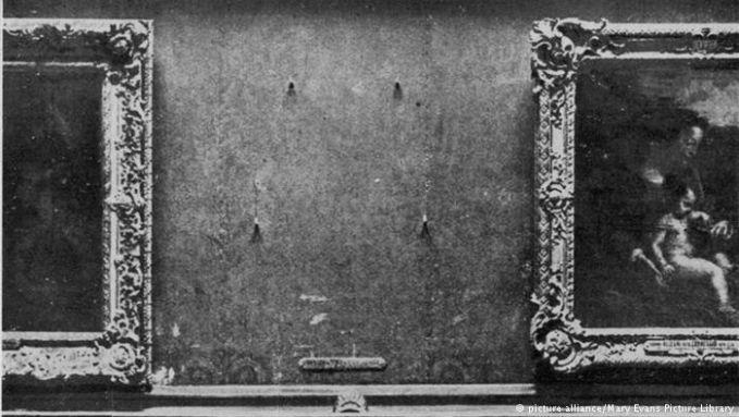 Mona Lisa jadi terkenal setelah keberadaan lukisannya menghilang. Lukisan tersebut dicuri orang Italia yang tinggal di Perancis dari Museum Louvre tahun 1911. Pencuri berdalih ingin membawanya ke Italia. Setelah dua tahun, polisi berhasil menangkap sang pelaku dan memajang kembali di museum Louvre.