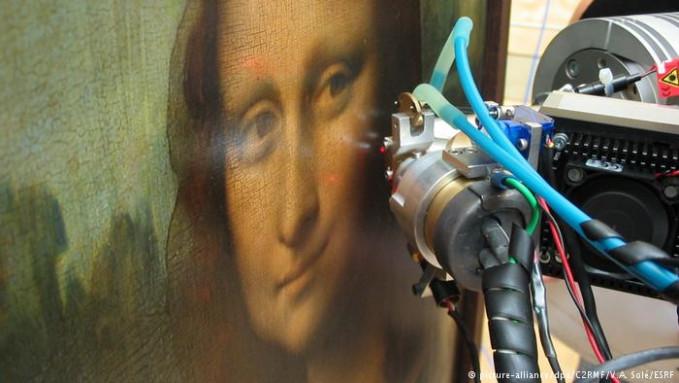 Pada 2008 lalu, perlahan misteri keindahan Mona Lisa mulai terungkap. Salah satunya adalah teknik yang digunakan da Vinci disebut teknik 'sfumato'. Dia menerapkan beberapa lapisan tipis cat untuk mewujudkan efek 'blur' dan mencampur warnanya.