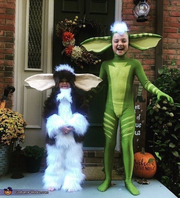 Gizmo dan Stripe dari Gremlins. Telinganya panjang bangeett!!