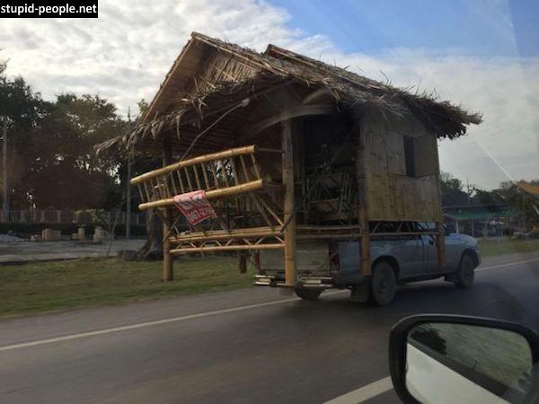 Ini baru yang namanya pindah rumah beneran ya kayak gini nih sob. Nggak cuma barang-barangnya aja, tapi rumahnya juga.