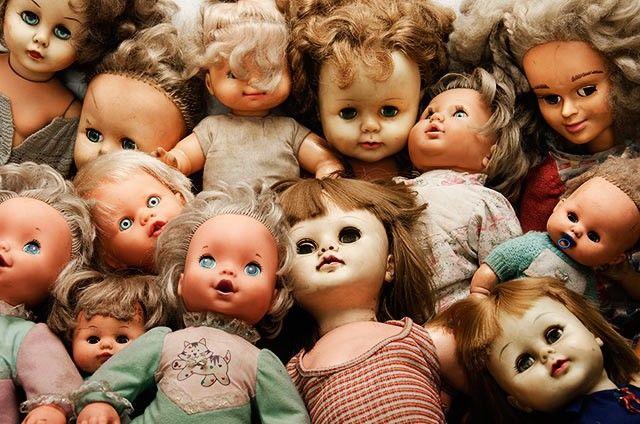 Apa kamu akan lari ketakutan saat melihat sekumpulan boneka ini? Saat kamu melihat boneka ini menjadi ketakutan, berarti kamu positif mengidap pediophobia, yakni takut dengan boneka.