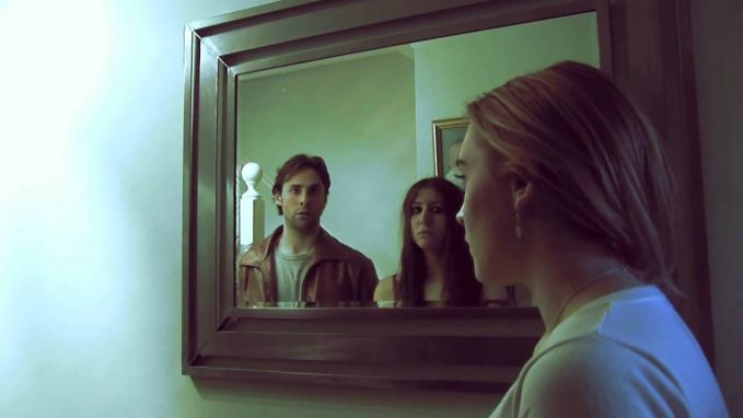 Cermin bisa bikin kamu merinding? Bisa jadi kamu mengidap fobia bernama spectrophobia, yakni takut terhadap cermin.