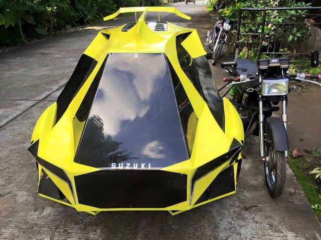 Atau kalau kalian menumpang di becak motor yang terinspirasi dari Bumblebee begini nggak bakalan kena panas dan hujan.