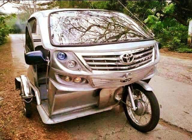 Berasa naik mobil mewah deh jadinya kalau keliling kota pakai becak motor yang ini.