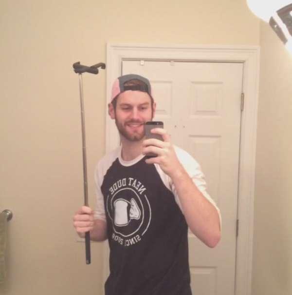 Lah, terus ngapain situ bawa tongsis kalau nggak dipakai buat selfie?.