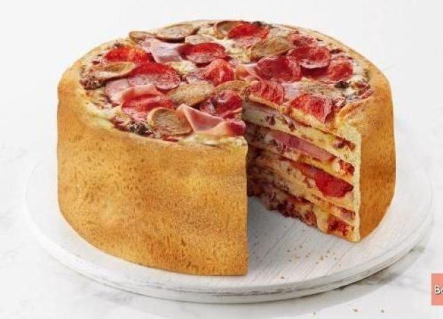 Kue ulang tahun yang biasanya tart manis, sekarang ada lagi tart pizza gengs. Dijamin kenyang deh semua tamu yang datang.
