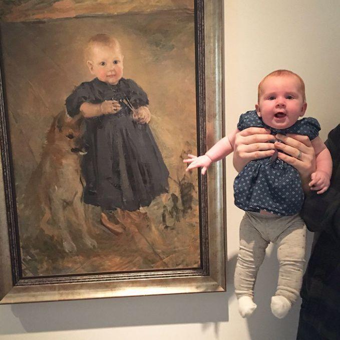 Wow..bahkan si kecil ini sudah menemukan kembarannya di museum, yang berbeda hanyalah dia belum menemukan anjing peliharaan seperti yang ada pada lukisan ini.