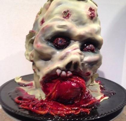 Mungkin kue berbentuk menyeramkan ini dibuat untuk perayaan Halloween. Kalau bentuknya normal, pasti rasanya enak banget.