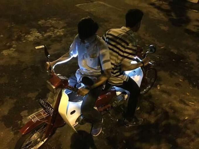Bingung kan gimana cara pakai motornya?. Harus banyak-banyak latihan biar makin lihai dan nggak bingung kalau pas lagi di jalanan.