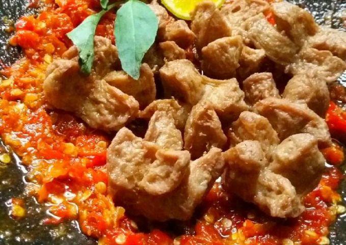 Penyet bakso Nggak hanya disajikan dengan kuah, bakso boreng juga bosa dijadikan penyetan enak.