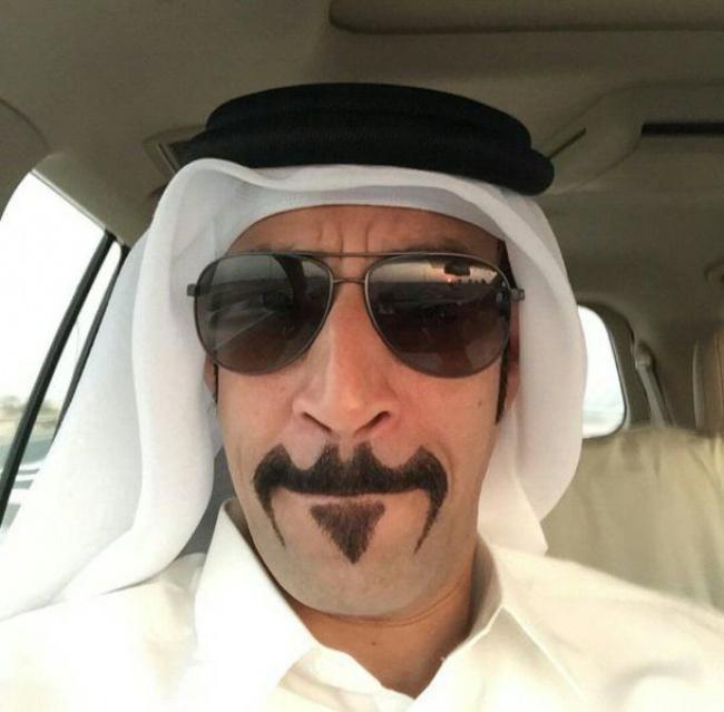 Wah, boleh nih ditiru gaya kumis ala om Arab satu ini Pulsker. Mirip lambang superhero Batman ya jadinya.