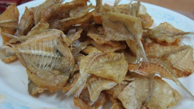 Ikan Asin Buat beberapa orang Indonesia, makan nasi jagung, urap-urap dan sambel belum lengkap rasanya kalau nggak ada ikan asinnya. Tapi karena baunya yang menyengat dan rasanya yang asin, orang bule nggak suka makanan ini.