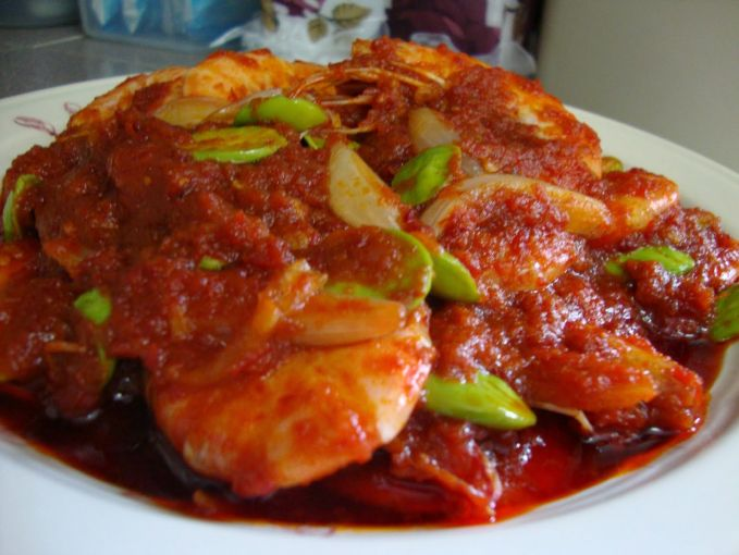 Jengkol Emang sih nggak semua orang Indonesia menyukai makanan berbau tajam ini. Dan buat orang bule, big no deh buat makanan ini.