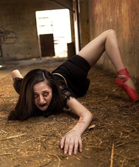 Zombie remaja ini siap menerkammu..hii