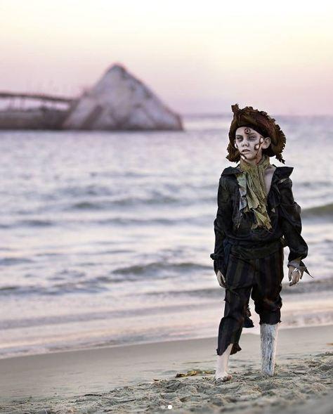 Zombie yang berasal dari tengah laut, perwujudan dari bajak laut yang tenggelam di tengah lautan.