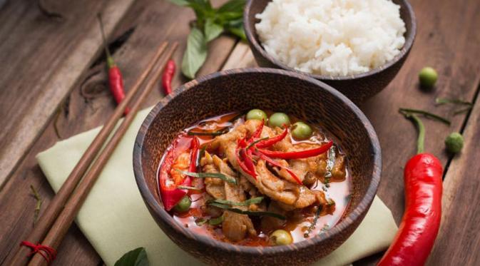 7 Cara Mudah Menikmati Makanan Pedas dan Bersantan Tanpa Takut Panas Dalam