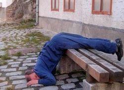 Saat Ngantuk Tak Tertahankan, 10 Orang Ini Tidur Sembarangan