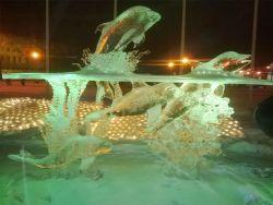 Kreasi Patung Es Karya Seniman Inggris yang Bikin Takjub Banyak Orang
