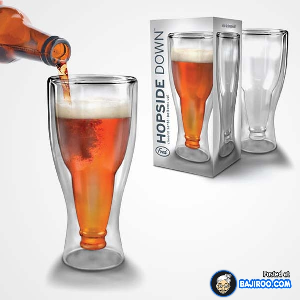 Sekilas sih nampak biasa aja ya gaes sama gelasnya. Setelah diisi minuman kelihatan deh kalau desainnya mirip sama botol yang kebalik.