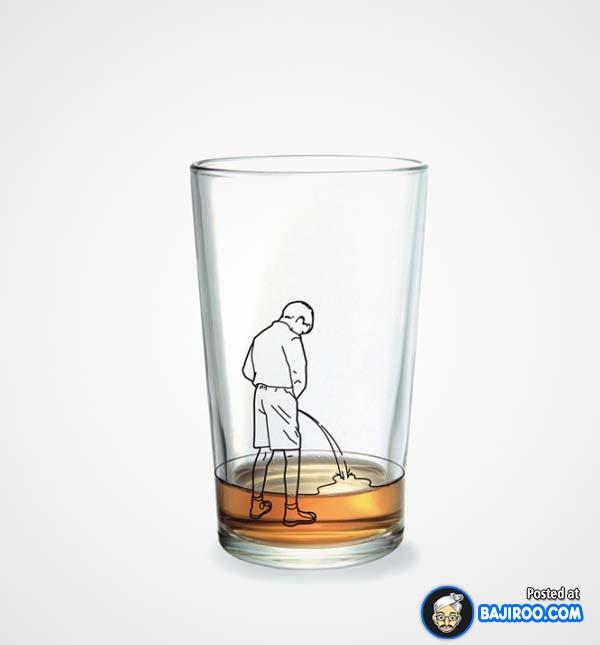 Gambar orang yang lagi pipis kayak gini, kalau minum rasanya gimana gitu ya sob.