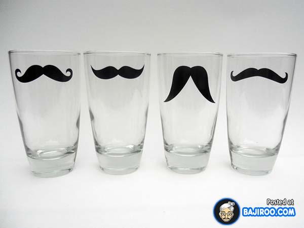 Yakin deh kalau minum pakai gelas ini seolah kita punya kumis yang bisa kalian sesuaikan.