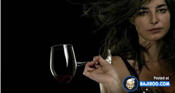Minumnya dari samping harus miring dulu gaes kalau pakai gelas ini.