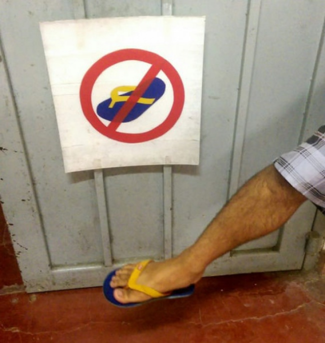 Lho, sandalnya mirip banget tuh seperti yang ada di gambarnya.