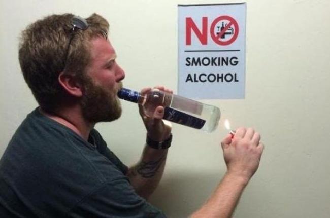 Lengkap sudah, keduanya dilanggar. Ya minum alkohol, ya ngerokok. Nggak bahaya tuh, nyulut rokok di alkohol?.