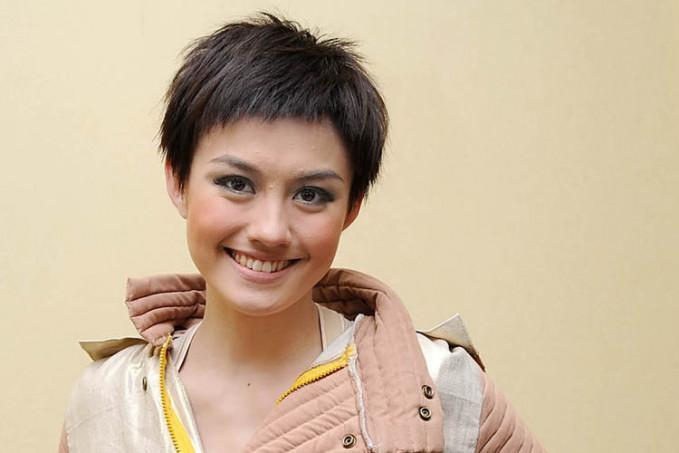 Sebelum sekarang, ternyata dulu Agnes juga pernah memotong rambutnya sampai sependek ini lho.