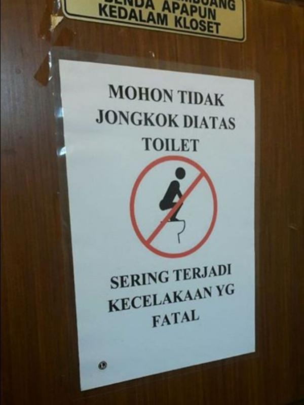 Fatal gengs kalau kalian nggak hati-hati di toilet. Susah ditanganin kalau udah kejadian.