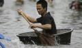 9 Hal Lucu Pernah Dilakukan Saat Banjir