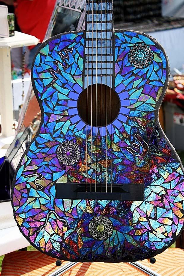 Gitar makin terlihat lebih stunning dan nggak bikin boring Pulsker.