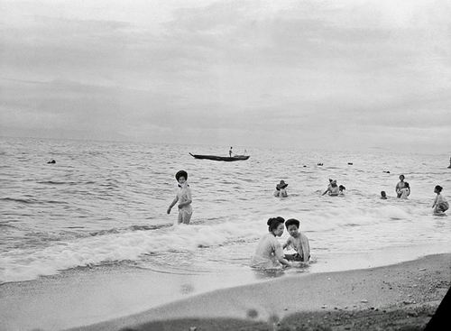 Ketika liburan tiba, sebagian warga Jepang menghabiskan liburan mereka dengan bermain-main di pantai.