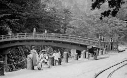 Melihat Kehidupan Masa Lalu Masyarakat Jepang Lewat Sebuah Foto Klasik