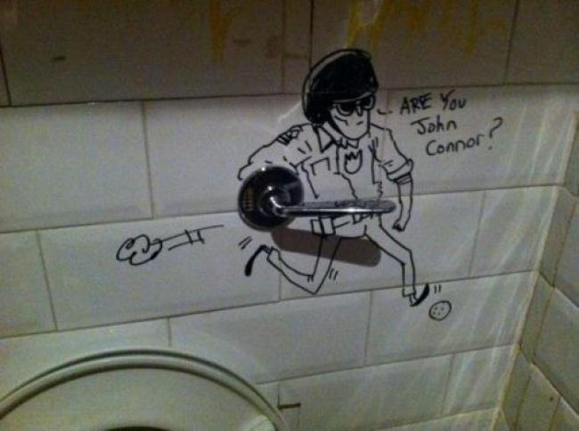 Buat yang bernama John atau Conor jangan pakai toilet ini deh, lagi dicari-cari.