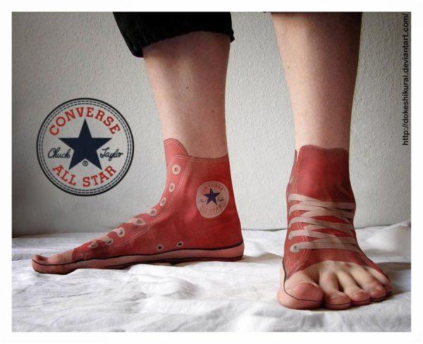 Tato Kaki 3 Dimensi Bergambar Sepatu Yang Nampak Nyata Banget