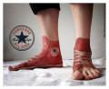 Tato Kaki 3-Dimensi Bergambar Sepatu yang Nampak Nyata Banget