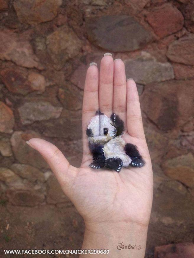 Lukisan baby pandanya bikin gemes banget deh.